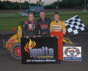 Winner Toby Alfrey is flanked by runnerup Katlynn Leer and third-place Stratton Briggs at Gas City.
