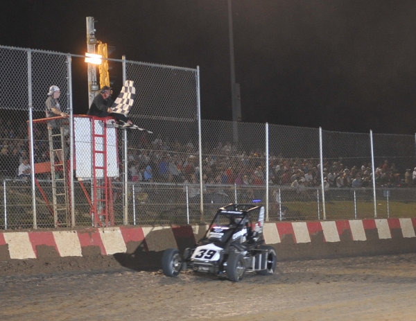 Bryan Clauson takes the checkered flag at Sun Prairie.