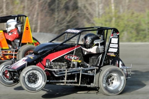 Adam Pierson bolts to victory at Bear Ridge Saturday night.