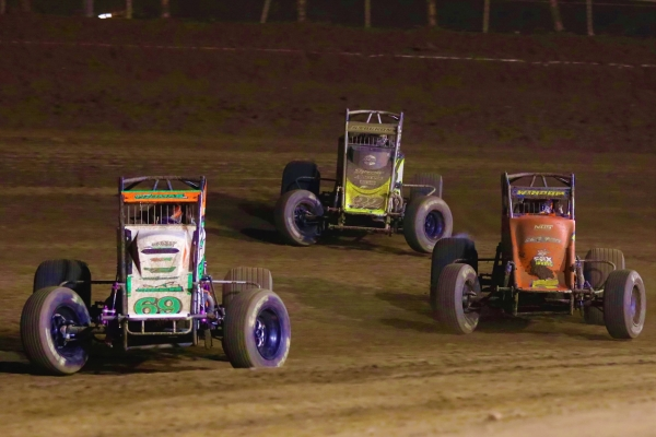 #69 Kevin Thomas, Jr., #32 Chase Stockon and #5 Chris Windom battle for the lead at Perris.