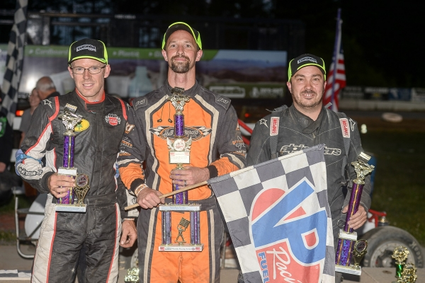 Winner Will Hull (middle).