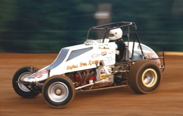 Bob Kinser on the night of his lone USAC National Sprint Car victory, aboard the Larry Bayless-owned No. 17B at Bloomington (Ind.) Speedway on August 23, 1985.