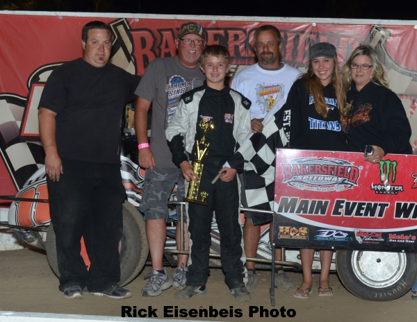 Cory Elliott and crew celebrate his 2013 Western Ignite Dirt title.