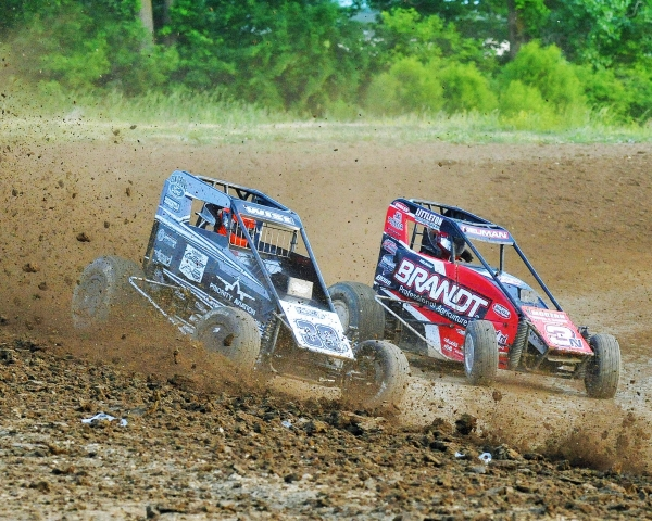 #39BC Zeb Wise & #3N Jake Neuman battle for position.
